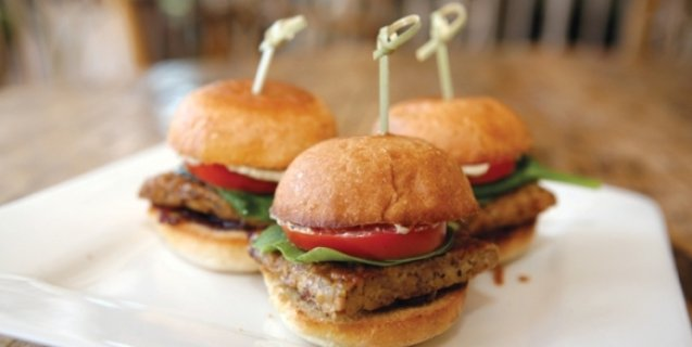 583_2D00_Bourbon-Tempeh-Sliders-637x320-1485459889