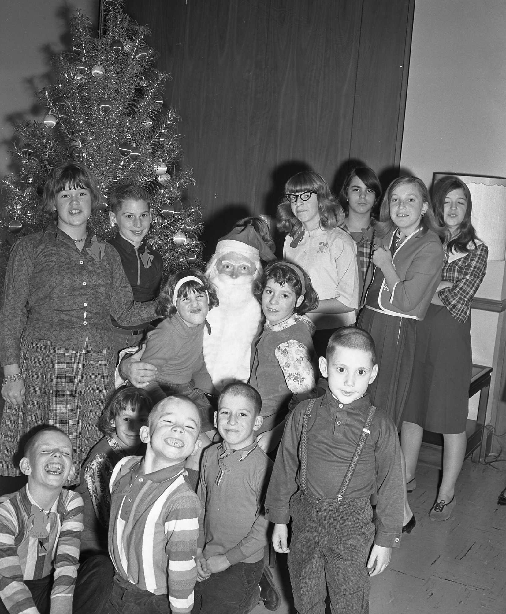 Orphan Christmas Party (December 6, 1965) MR8133