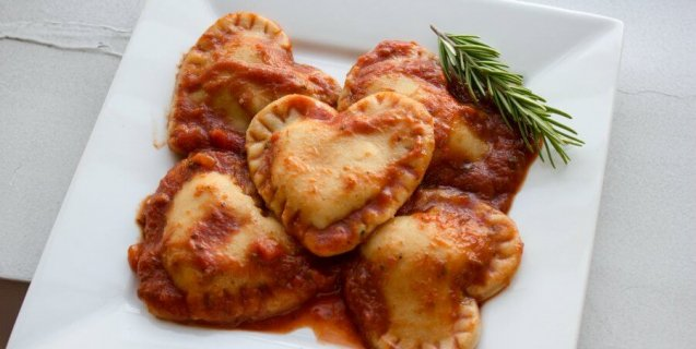 Vegan-Valentines-Day-Recipes-Heart-Shaped-Ravioli1-637x320-1455296630