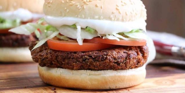 Black-Bean-Veggie-Burger-637x320-1482512062